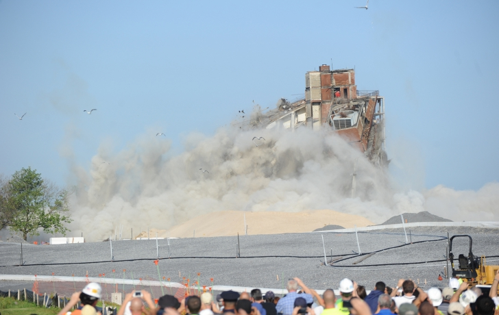 The building collapsed in a rising cloud of dust. Photo: Carl Glassman/Tribeca Trib