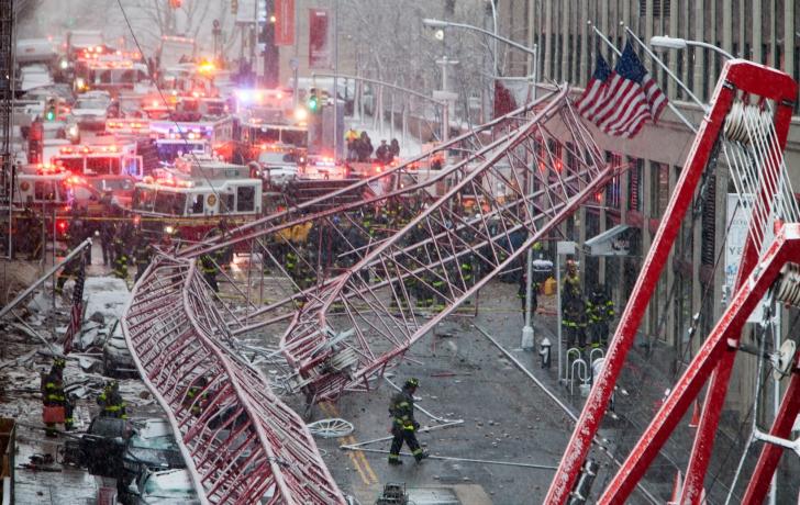 As snow falls, the crane's twisted wreckage lies on Worth Street. Photo: Allan Tannenbaum