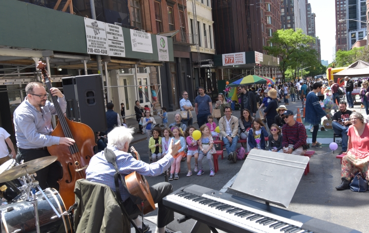 SLIDE SHOW. CLICK THE PHOTOS Karl Kaminski, bass, and Gene Bertoncini on guitar perform on the Warren Street stage. Church Street School musicians and students entertained throughout the afternoon. Photo: Carl Glassman/Tribeca Trib